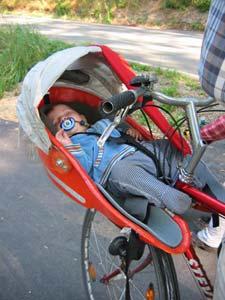 babytransport auf dem fahrrad mit dem babybiker ein. Black Bedroom Furniture Sets. Home Design Ideas